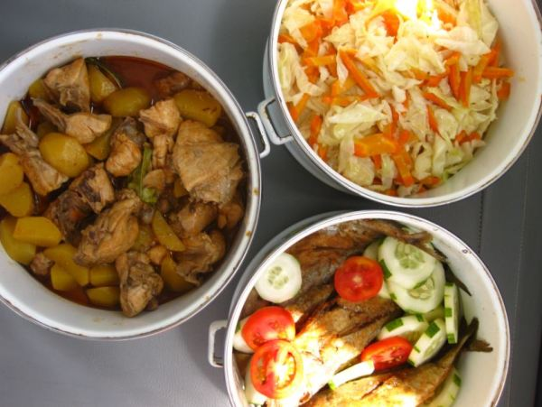 Indonesian style buffet lunch on the boat