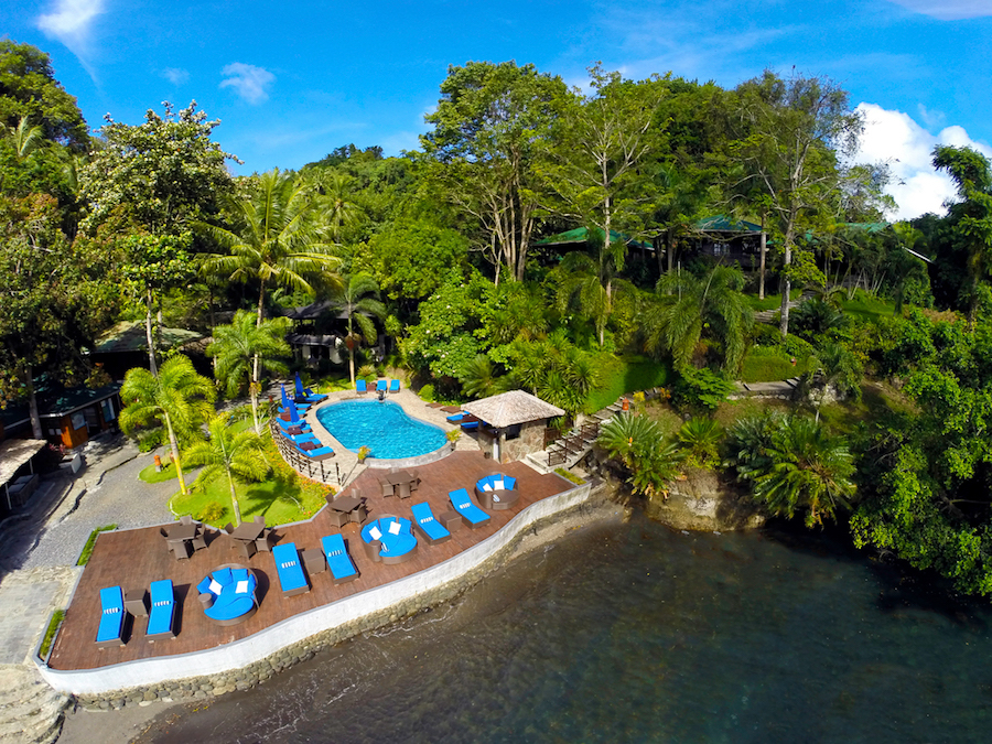Lembeh-resort-pool
