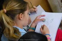 Alumna dibujando su esquimal