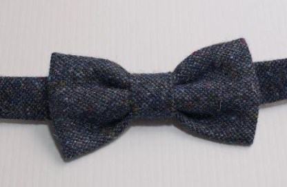 Donegal Tweed Bow Traditional Weave Navy