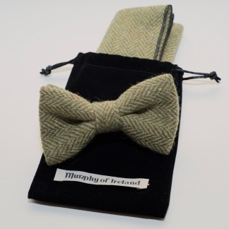 Donegal Tweed Pocket Square Bow Apple Oatmeal
