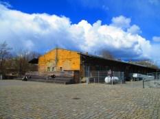 Alte Bahngebäude ...