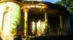 Das Gold des chinesischen Hauses funkelt in der Sonne