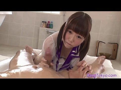 妹系の激カワ美少女が透けてるセーラー服姿でエッチなご奉仕をしておまんこするセックス動画