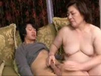 【熟女人妻】豊満な熟女の母の体に発情した息子と近親相姦セックスしていく人妻熟女の動画