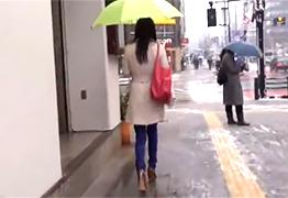 一人暮らしの女子大生を駅から尾行して自宅に入る瞬間を襲ってレイプ!