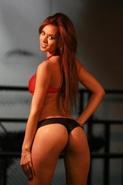 Jhendelyn Núñez cola 4