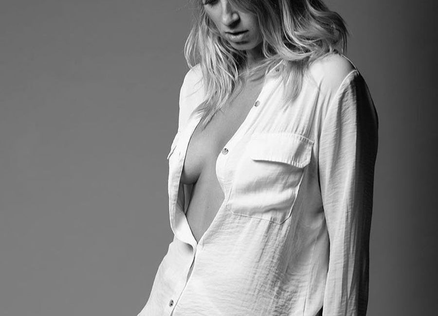 @iris_model By @s_h_u_t_t_e_r_t_u_r_e