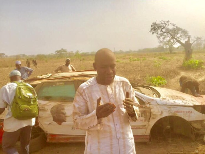 """""""My only sin is I love Baba unconditionally"""" - Man shares photos of damaged vehicles claiming he was """"physically and spiritually attacked"""" for supporting Buhari"""