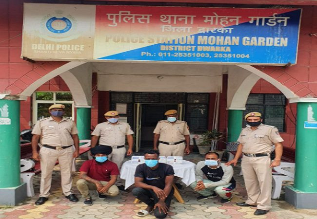 India Police bust drug racket, arrest Nigerian supplier, two peddlers with heroin worth N386m (video)