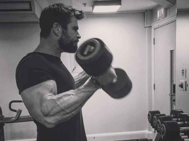 chris hemsworth muscles