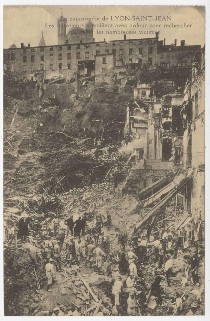 Photographie de la coulée de décombre depuis l'Hôpital des Chazeaux (en haut) jusqu'en contrebas.