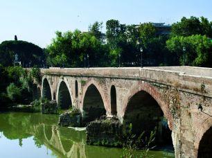 Ponte Milvio dalla sponda destra