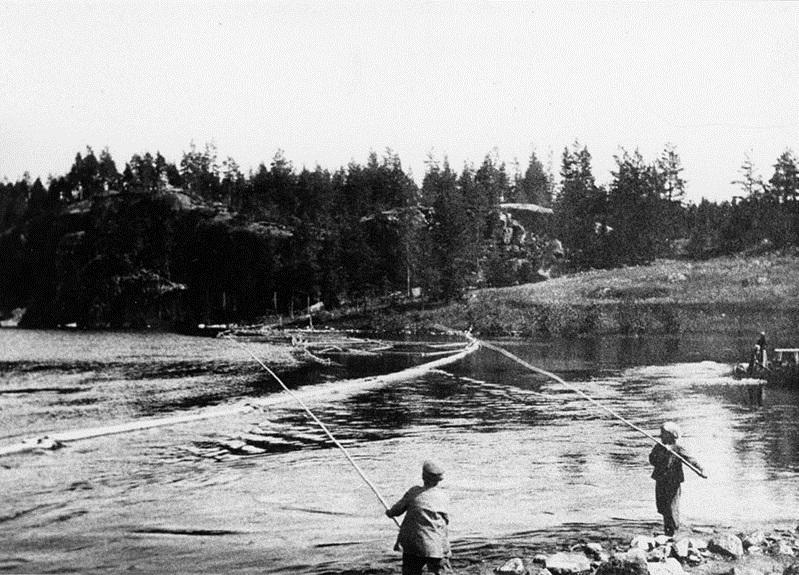Kalastusta Voikoskella 1890-luvulla. Kuva: Mäntyharjun museo.