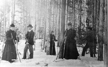 Domanderin apteekin väkeä hiihtoretkellä. Kuva: Mäntyharjun museo