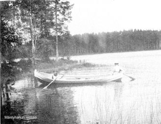 Domanderin väkeä soutelemassa 1890-luvulla. Kuva: Mäntyharjun museo