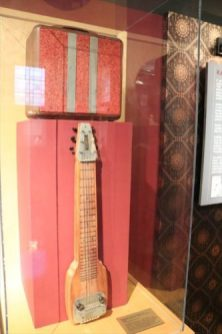 初期のエレキギター?