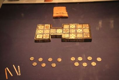 ウル王朝のゲーム盤