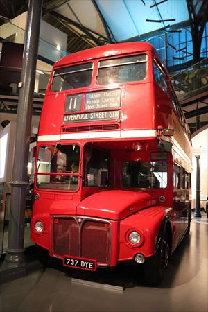 ロンドンといえば2階建てバス