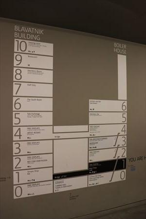 テート・モダンは2棟にわかれています。また複数階に展示室があります