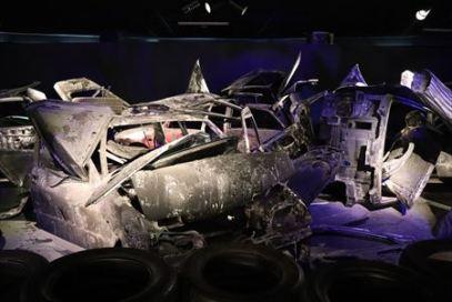 環境とうまく共存できないと自動車にはこのような未来が待っているという展示。自動車博物館でこのような展示をするのはたいしたものです
