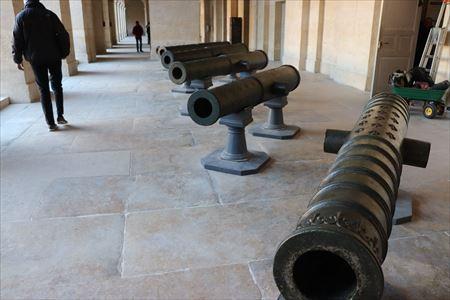 大砲のコレクションも充実しています