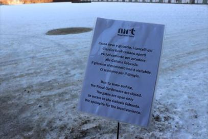 雪のため閉鎖と英語でも書かれていました