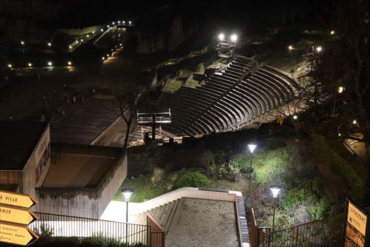 夜の古代ローマ円形劇場