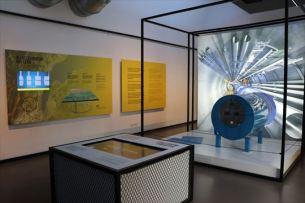 加速器CERNも解説されています。