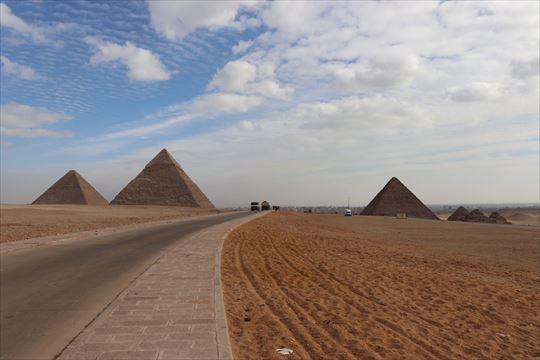 pyramids05_R