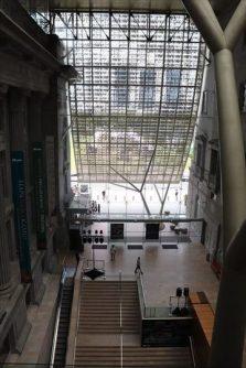 渡り廊下からのアトリウム