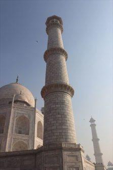 高さ43mのミナレット。少し外側に傾斜しているといいます。これは万が一倒れた時に、墓廟を傷つけないためだとか