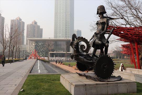 静安彫塑公園という彫刻公園の中にあります