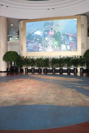 1階エントランス。航空写真で上海が外観できます