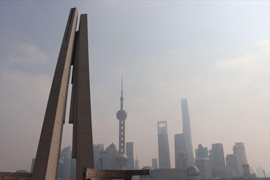 人民英雄紀念塔と対岸の風景