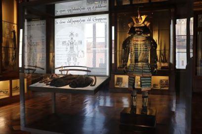 日本の鎧兜です。あちこちで見ますが、人気なのでしょうか?ある意味、エジプトのミイラと同じかも