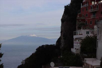 ヴェスピオ火山が遠くに見えます