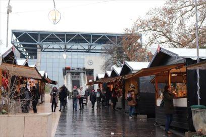 駅前のクリスマス・マーケット
