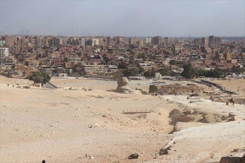 ギザの市街。すぐそばまで砂漠が迫っていることがわかります