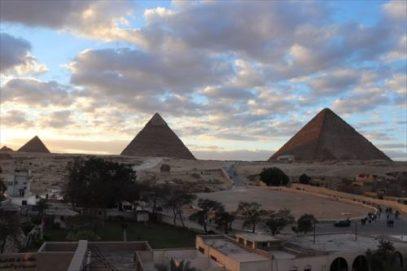 pyramids10_R