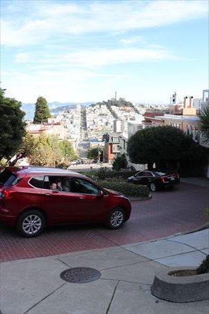 歩いてみると、サンフランシスコが坂の街だということが良くわかります