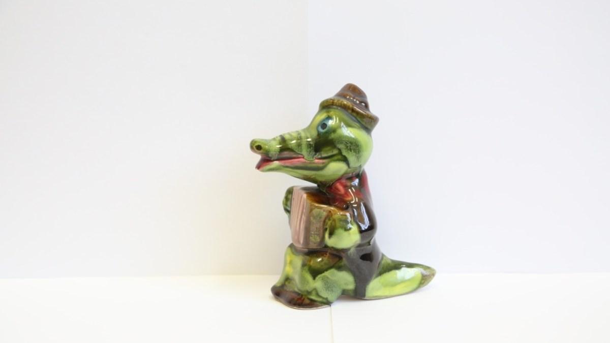 Статуэтка Крокодил Гена с гармошкой