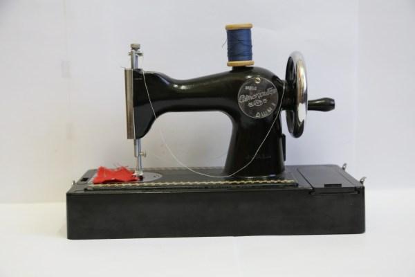 Детская швейная машинка (ДШМ-1)
