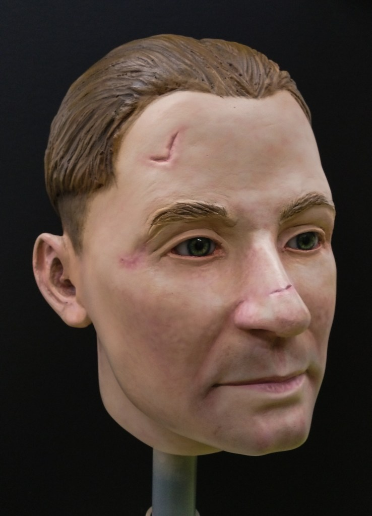 Fibreglass display head with wounds