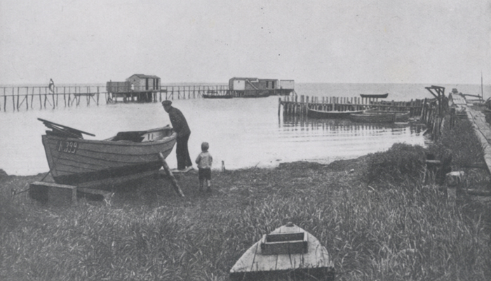 Rungsted Havn - fisker Ole Nielsen og hans søn Malte, ca. 1920