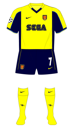Arsenal-2000-2001-Nike-away-kit-Sparta-Prague-Champions-League-change-half-time-01