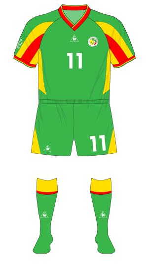 Senegal-2002-Le-Coq-Sportif-maillot-exterieur-green-shorts-Uruguay-01