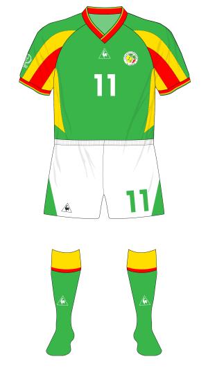 Senegal-2002-Le-Coq-Sportif-maillot-exterieur-white-shorts-Sweden-01