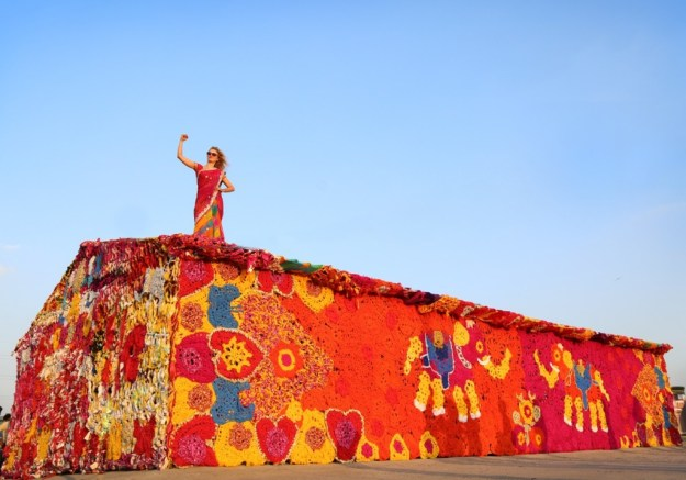 Olek in India - woman power, pic st+art india