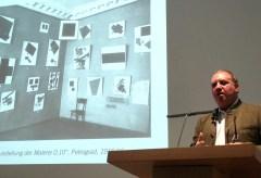 Fondation Beyeler: Medienkonferenz in der Fondation Beyeler: Auf der Suche nach 0,10. Matthew Drutt